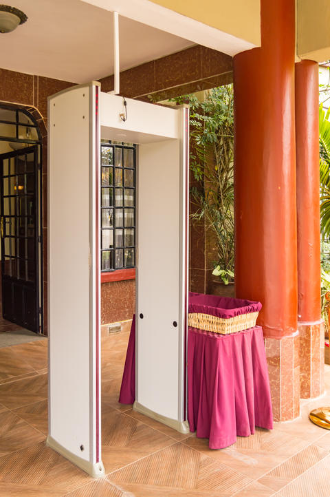 Electronic security gantry at the entrance of a hotel in Nairobi フォト