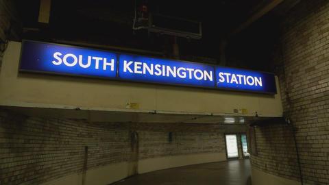 South Kensington station - LONDON, ENGLAND Live Action