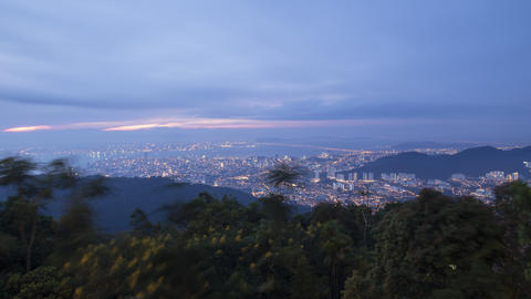 Timelapse Misty fog flow toward dense tropical rainforest Penang Hill Archivo