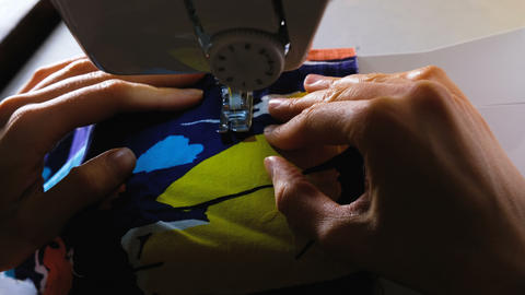 Womans hands sews on the sewing machine, paving the line, 4k 영상물