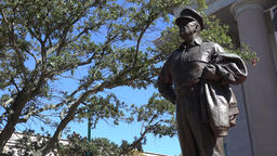 USA Virginia Norfolk branches and the statue of American war hero MacArthur ビデオ