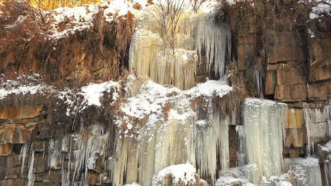 Frozen Waterfall on a Rock ビデオ