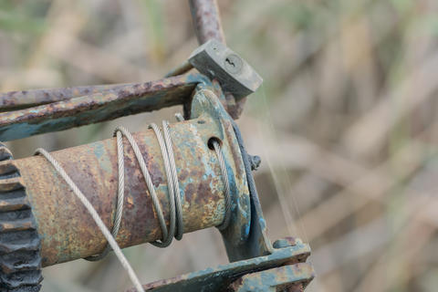 Old, rusty winch with soft bokeh フォト