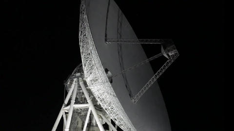 Scenery in which the parabola antenna is operating 영상물