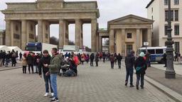 Time Lapse Walk On Unter Den Linden Boulevard To Brandenburg Gate And Reichstag Filmmaterial
