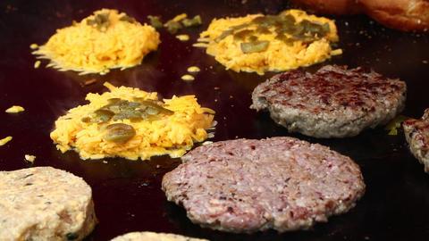 IGrilling meat burgers for hamburgers close up ライブ動画