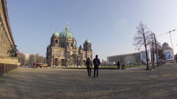 Time Lapse: Tourists At Berliner Dom On Museum Island In Berlin ビデオ