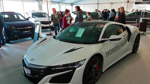 New Honda NSX Sports Hybrid Car Live Action