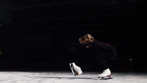 A professional figure skater performs skating with a turn to spin a spinning top Live Action