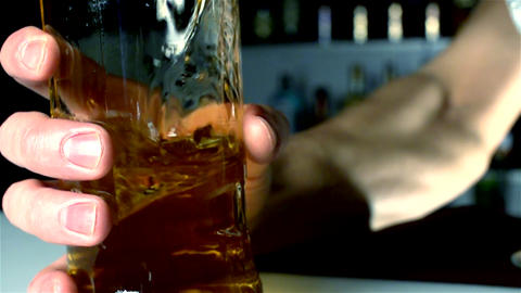 The barman's hand catches a bottle of alcohol Archivo