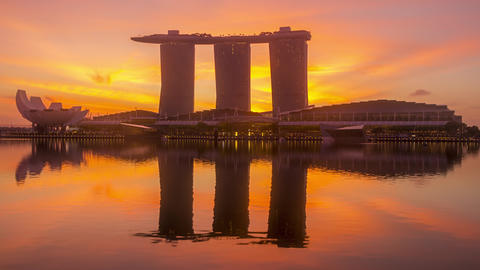 Dawn in Singapore on the Background of Marina Bay Sands Hotel. Time Lapse 영상물