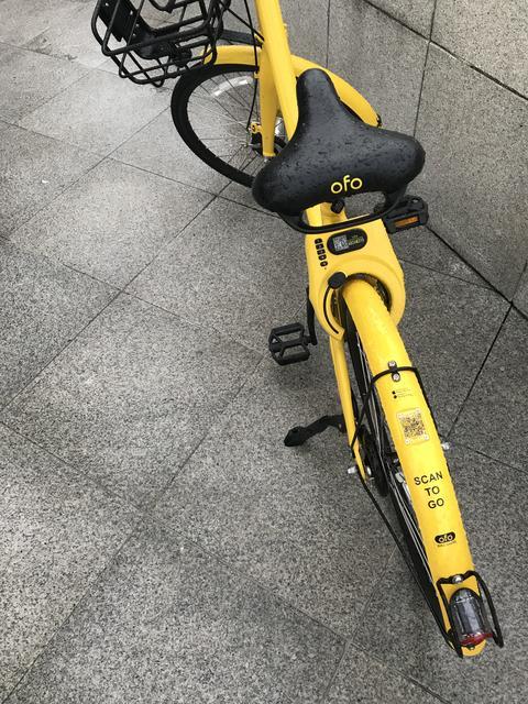 """ofo"" brand bicycles parking on walking street at Merlion Park, Singapore Photo"