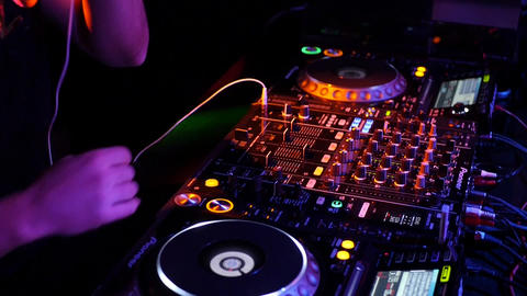Dj close up syncing and mixing tracks with Pioneer dj players and mixer ภาพวิดีโอ