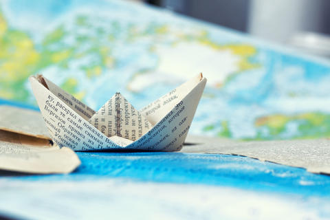 travel of a paper ship フォト