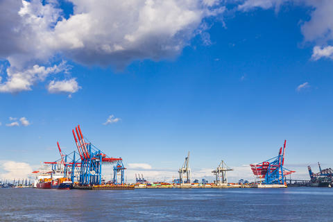 Port of Hamburg on the river Elbe, Germany フォト