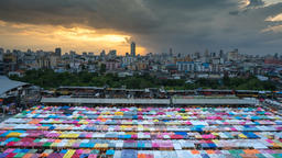 Multi-colored tents /Sales of second-hand market in Bangkok Archivo