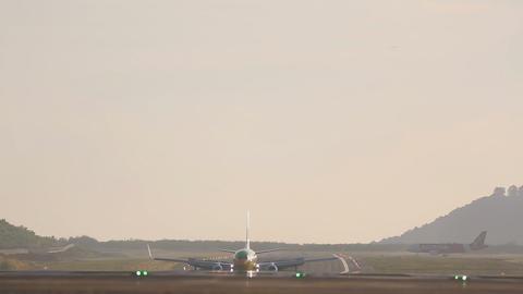 Boeing 727 braking after landing Footage