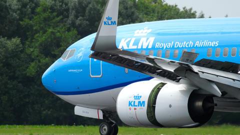 KLM Boeing 737 braking after landing Footage