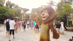 Alex the lion character is in Universal Studios Singapore Archivo