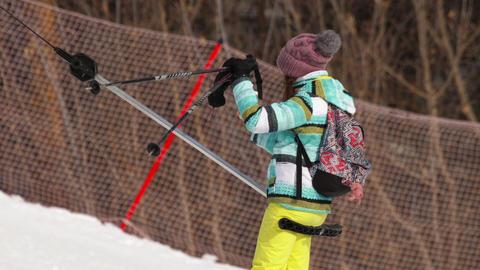 Amateur skier girl on a lift ビデオ