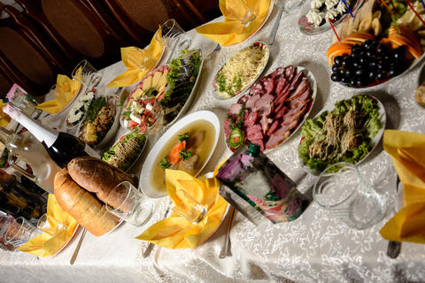 Festive table with different dishes in the Ukrainian restaurant Fotografía