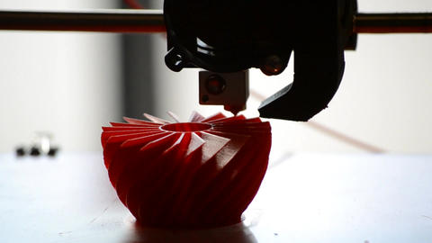 Printing on a modern 3D printer from a hot plastic isolated object ライブ動画
