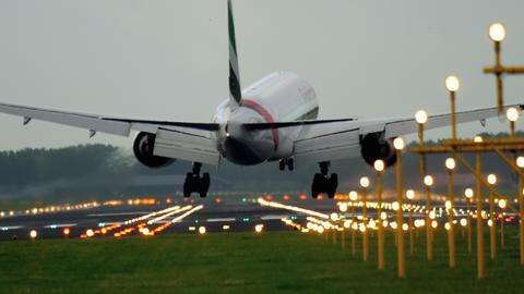 Emirates Boeing 777 landing Footage