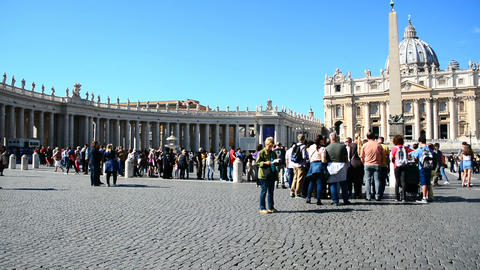 Vatican City - October 12, 2017: Tourists in world famous Saint Peter's square Footage