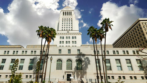 Los Angeles city hall under a cloudy sky. Southern California, USA. Time lapse e Live Action