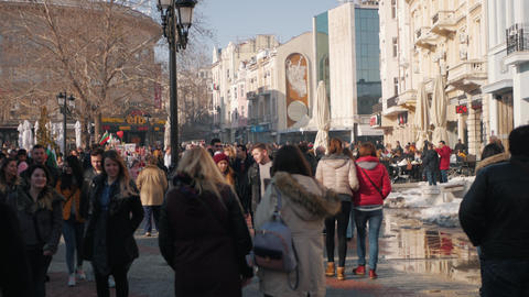 Downtown sunny day during winter - full of people taking a walk Archivo