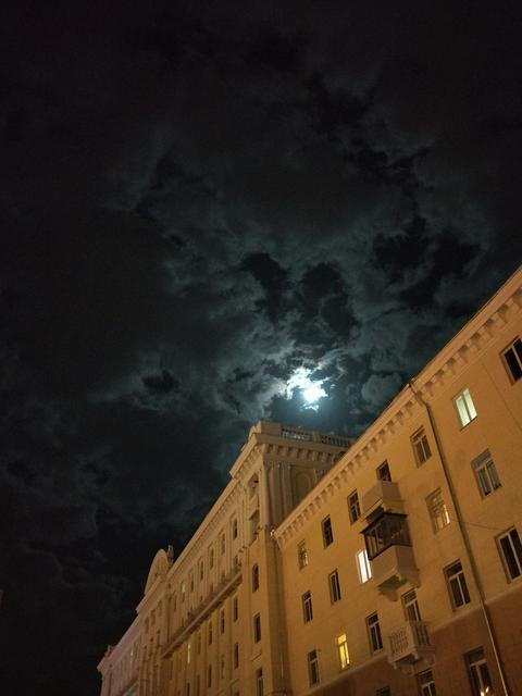 Moon and clouds Fotografía