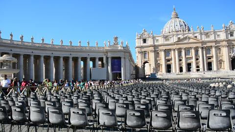 Vatican City - October 12, 2017: Tourists in world famous Saint Peter's square Live Action