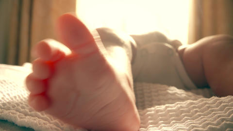Bare foot of a newborn baby Live影片