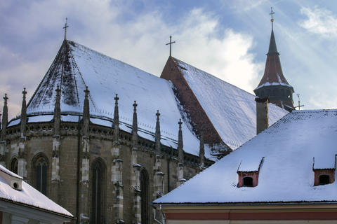 The Black church. Winter view over the rooftops of Brasov Fotografía