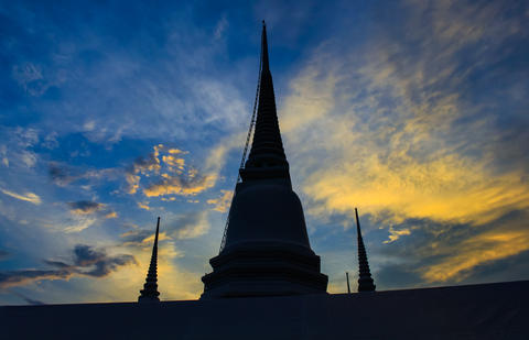 The ancient pagoda and the beautiful evening sky Fotografía