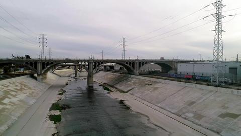 LA River and Bridge with cars ビデオ