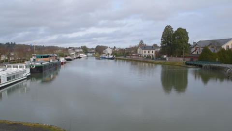 Briare Canal in the city of Briare, France, in winter ビデオ