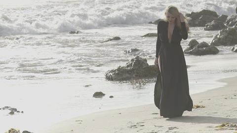 Woman with long blonde walking away Archivo