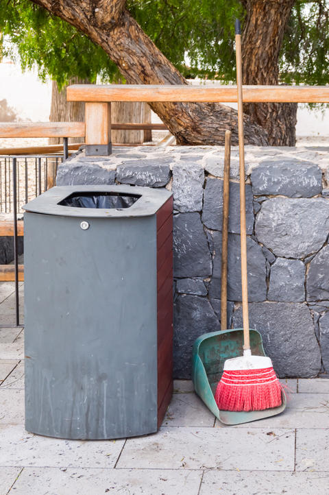 Rectangular Trash can with a lock and a ramassette and a broom l Photo