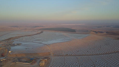 Israel Concentrated Solar Power plant in Negev desert (aerial photography) ビデオ