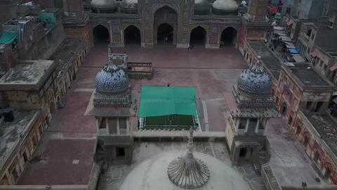 Panorama of Wazir Khan Mosque, Lahore, Pakistan (aerial photography) ビデオ