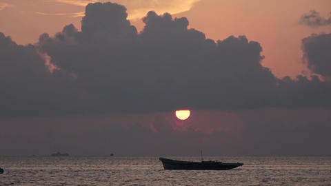 Indian Ocean and sunset, boat. Maldives video Archivo