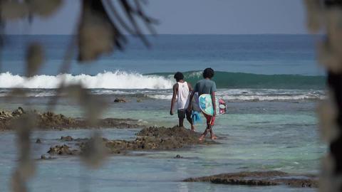 Indian Ocean, locals and surfing. Maldives video Archivo
