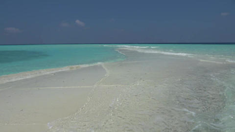 Peat spit in the Indian Ocean. Maldives video Archivo