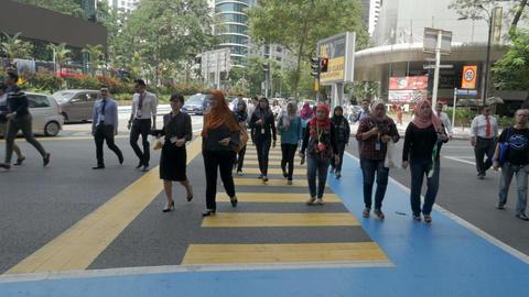 KUALA LUMPUR, MALAYSIA - CIRCA FEBRUARY 2018 - A busy crosswalk with groups of ビデオ