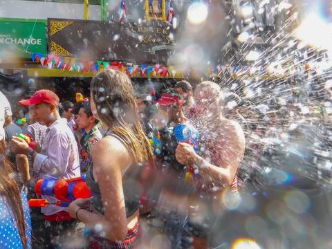 Bangkok, Thailand - April 13,2018: Songkran Festival at Khao San Road New Year's フォト