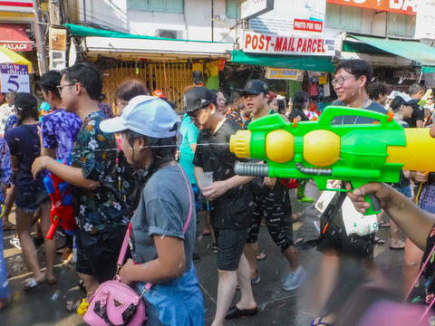 Songkran Festival at Khao San Road New Year's tradition of Thailand Splash and Fotografía