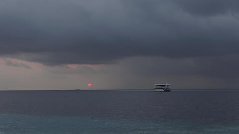 Thunderstorm and rain over the Indian Ocean. Maldives video closeup Archivo