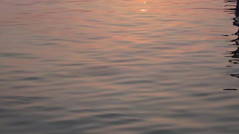 Solar ray is reflected in the waters of the Indian Ocean. Maldives video Archivo