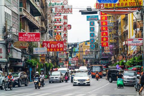 Heavy rush hour traffic in Chinatown フォト